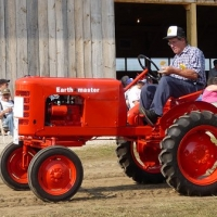 feature tractor 4